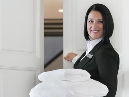 Cursos de turismo en granada pr cticas laborales for Camarera de pisos sueldo